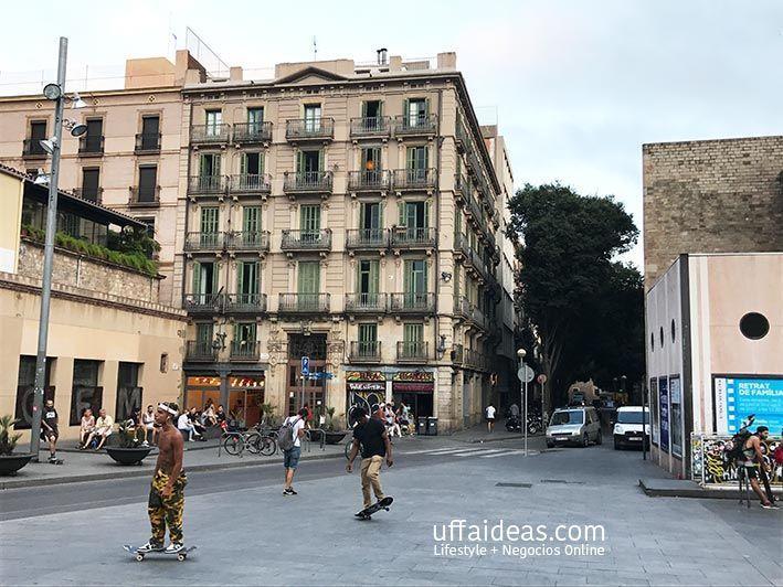 barcelona-skate-monopatin-bicicleta-raval